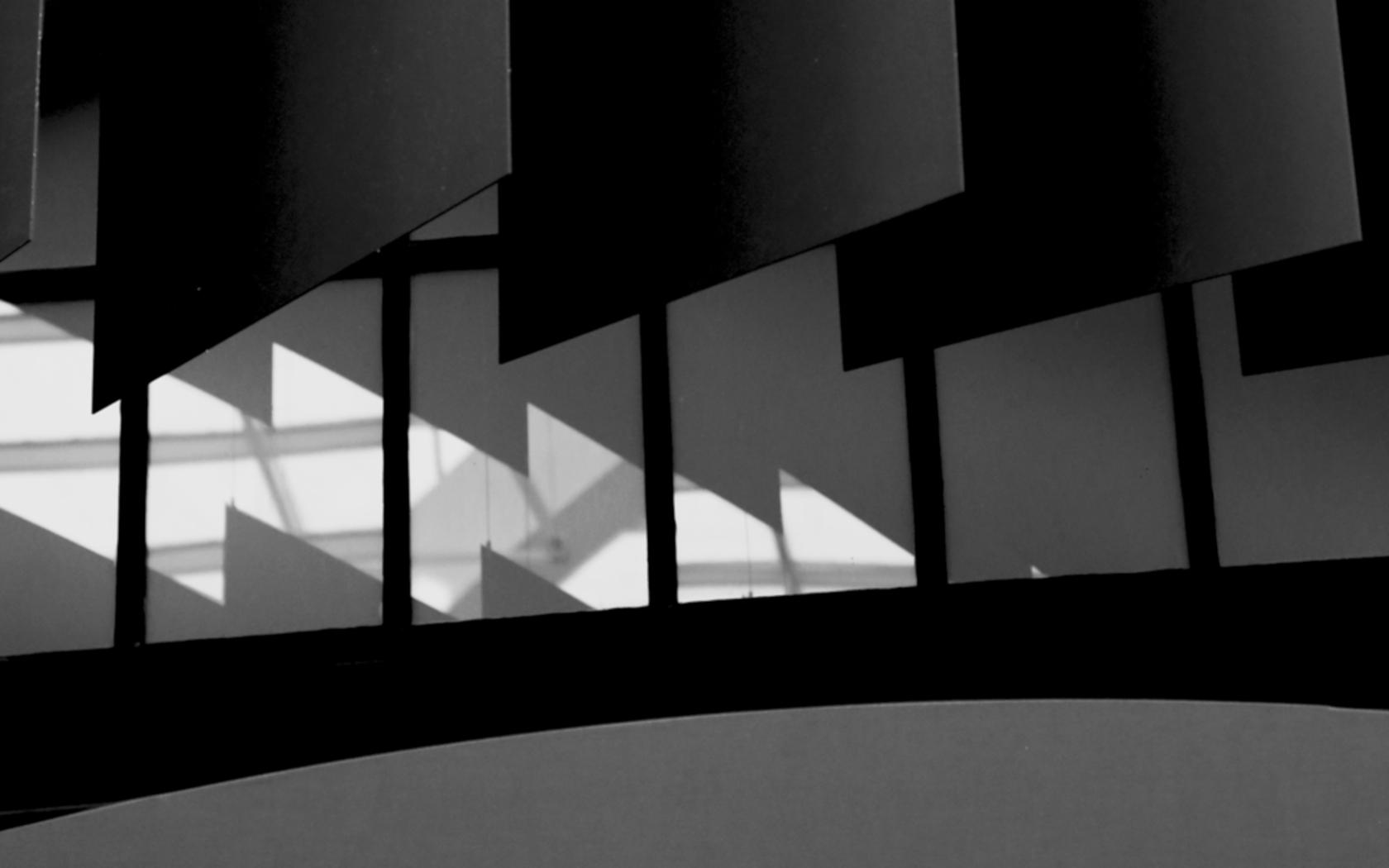 Szenographie, Bühnenbild, Jüdisches Museum Berlin 2018, lamellen rot, Seilabhängung, Glashaus Berlin, Stagedesign, wellen rot, Boris Banozic, keinStil.